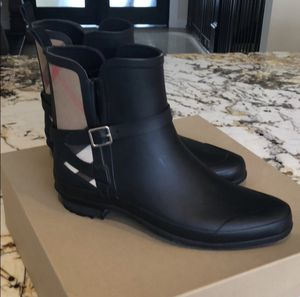 Authentic Burberry boots for Sale in Santa Ana, CA