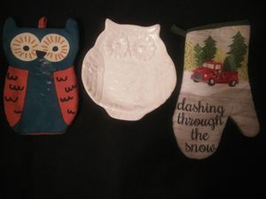 Oven mittens and owl plate for Sale in Mount Vernon, WA