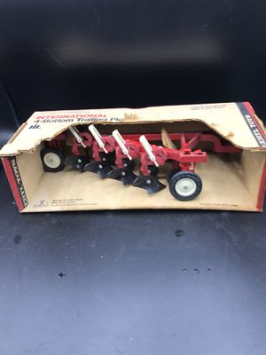 Ertl international 4-bottom trailing plow vintage old stock for Sale in Aurora, IL