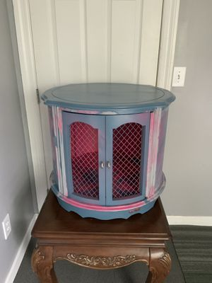 Shabby Chic with Lipstick for Sale in Columbus, OH