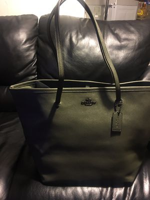 new coach bag olive green very nice large size for Sale in Inglewood, CA