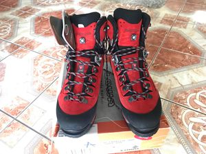 ALPIN Mountaineering Boots Size 10 for Sale in Santa Fe Springs, CA