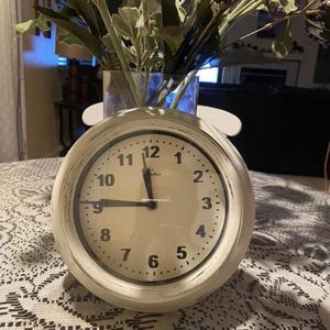 Shabby Chic Vintage White Clock for Sale in Victorville, CA