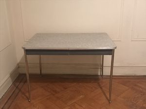 Vintage formica kitchen table with chrome trim for Sale in Queens, NY