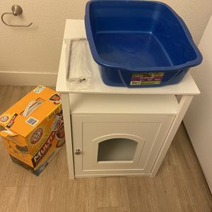 Litter box Enclosure With Litter box And Litter. for Sale in Stockton, CA