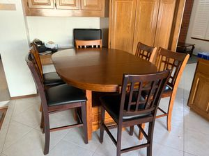 Bar top dining table and chairs for Sale in Santa Ana, CA