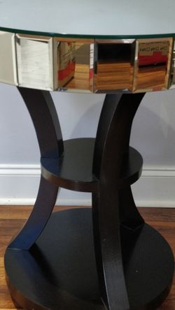 Glass End/Side Table for Sale in Charlotte,  NC
