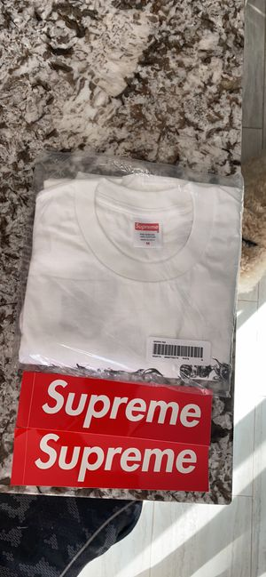 Supreme morph tee with two supreme box logo stickers for Sale in Sterling, VA