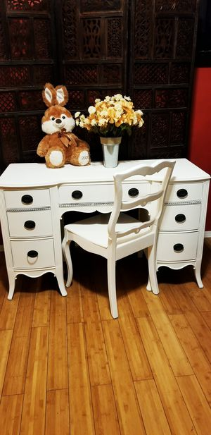 Beautiful Elegant Wooden Antique Desk/Vanity ( PICKUP ONLY FIRST COME FIRST SERVE ) for Sale in Whittier, CA