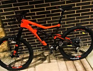 Lightly USED - 2018 mountain bike , large size for Sale in Las Vegas, NV