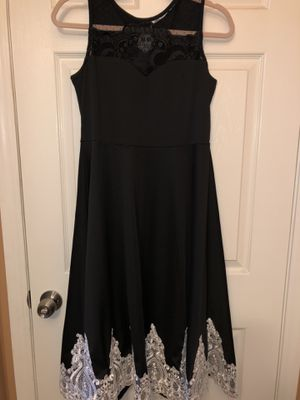 Black/white Dress/ vestido negro con aplicaciones blancas for Sale in La Puente, CA