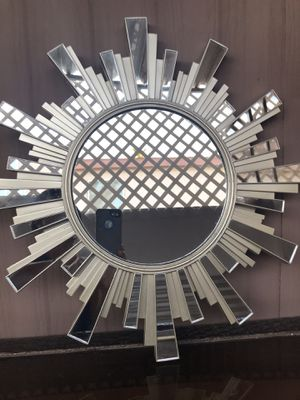Nice Wall hanging mirror for Sale in Chandler, AZ