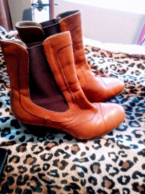 Womens short boots for sale size 8 for Sale in St. Louis, MO