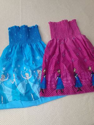 Frozen themed dresses size 4T for Sale in Riverside, CA