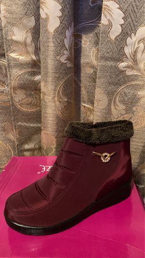 Snow boots for women for Sale in Bell, CA
