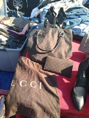 Gucci bag with Gucci wallet for Sale in Riverside, CA