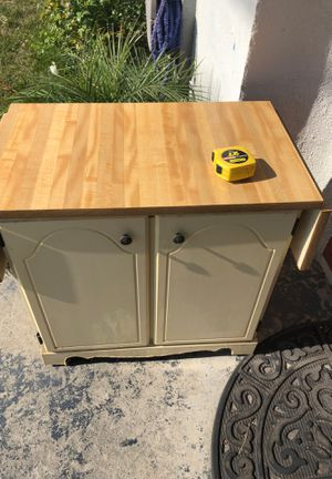 Kitchen microwave stand table for Sale in Los Angeles, CA