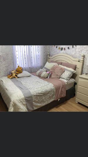 Queen size bedroom set/ wood for Sale in Tucson, AZ