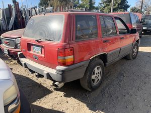 1994 Jeep Grand Cherokee only parts—- solo partes for Sale in Riverbank, CA