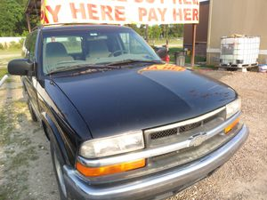 Chevy blazer 2000 buen estado 140 mil millas for Sale in Houston, TX