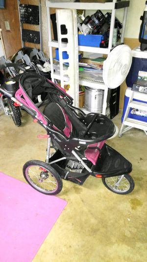 Eddie bower jogging stroller for Sale in Corona, CA
