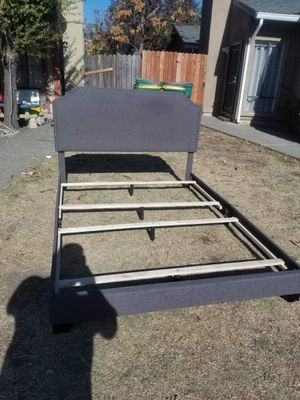 Queen platform bed frame. In great condition for Sale in Stockton, CA