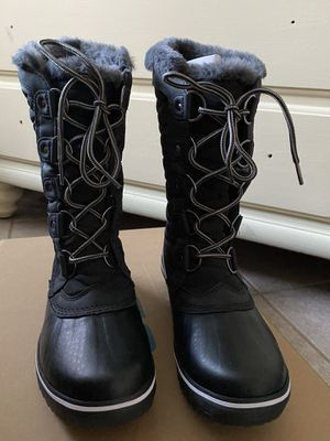 JBU snow boots size 6 for Sale in San Diego, CA