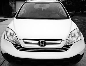 2007 Honda CRV Very pretty car, pearly white for Sale in Stockton, CA