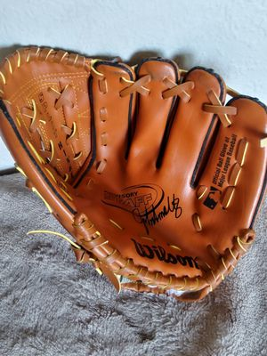 baseball glove for a right handed. for Sale in Tacoma, WA
