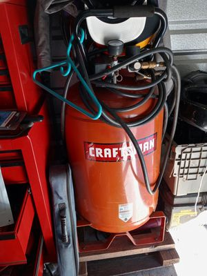 CRAFTSMAN 30 gallon air compressor for Sale in Alton, IL