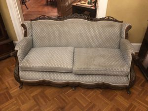 Victorian couch for Sale in Baltimore, MD