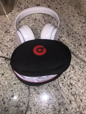 Beats solo 3 wireless comes with everything even box for Sale in Tacoma, WA