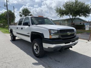 2004 Chevy Silverado 6.6 L DURAMAX DIESEL 4X4 for Sale in St.Petersburg, FL