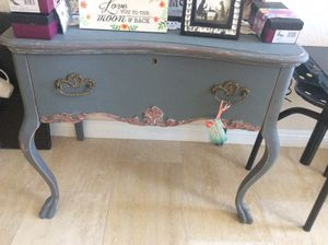 Antique vanity table for Sale in Las Vegas, NV