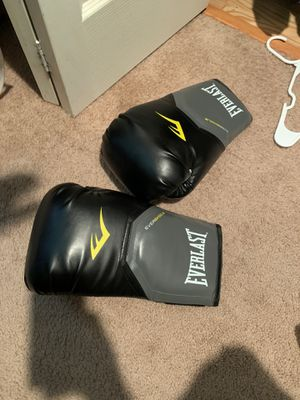1 pair everlast boxing gloves for Sale in Canby, OR