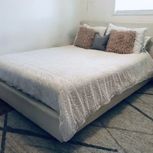 Queen Bed Frame for Sale in Vancouver, WA