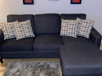 Sectional grey couch for Sale in Chicago,  IL