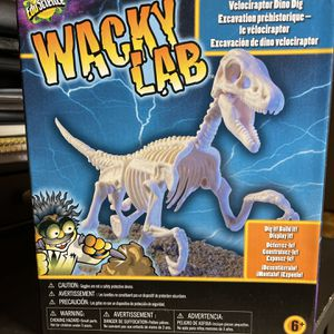 EduScience Wacky Lab Velociraptor Dino Dig Prehistoric Learning New Toys R Us for Sale in Fort Lauderdale, FL