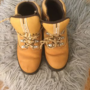 Like new size 4 timberland boots for Sale in East Riverdale, MD