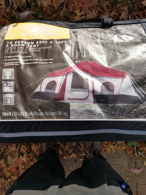 Ozarks trail 10 person 3 room tent for Sale in Omaha, NE