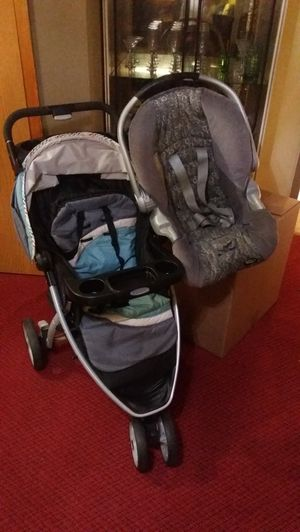 Car seat and stroller for Sale in Queens, NY