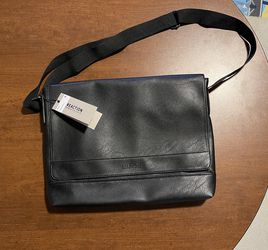 Kenneth Cole Messenger Bag for Sale in Orlando,  FL