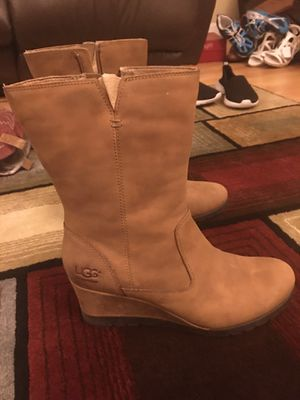Ugg's. Like new waterproof boots size 8 for Sale in Virginia Beach, VA