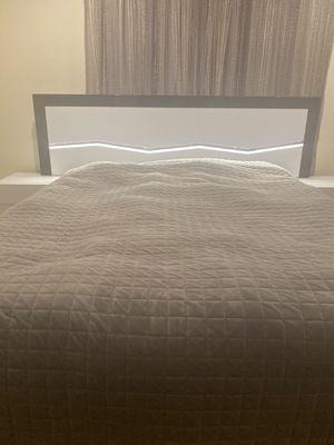 5 Piece Bedroom Set for Sale in Los Angeles, CA