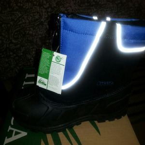 SNOW BOOTS SIZE 13 KIDS NEW IN THE BOX PAID 65 SELLING FOR HALF for Sale in Palmdale, CA