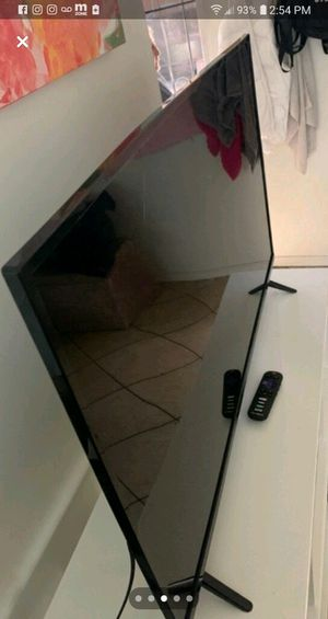 Tcl Smart tv (Roku/Netflix) 43' inch for Sale in Riverside, CA