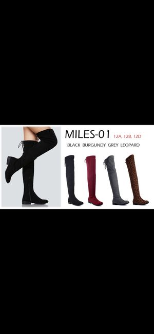 Women's fashion boots sizes available 6,6.5,7,7.5,8,9,10 for Sale in Bell Gardens, CA