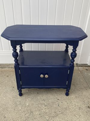 Navy blue end table for Sale in Long Beach, CA