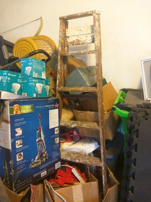 5 ft heavy duty wooden ladder for Sale in Cleveland, OH