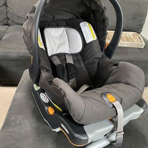 Chicco Car seat for Sale in Woodburn, OR